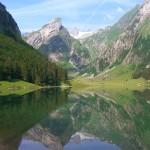 Seealpsee mit Sicht auf unser Alpengebiet