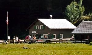 Kaese kaufen auf der Alp Seealp